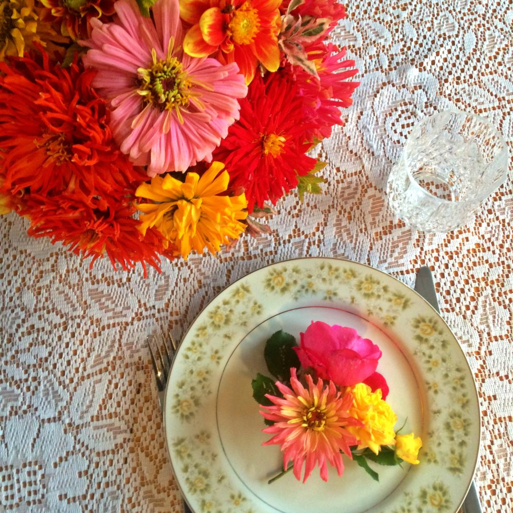 zinna bouquet, place setting, red, pink, yellow, flowers