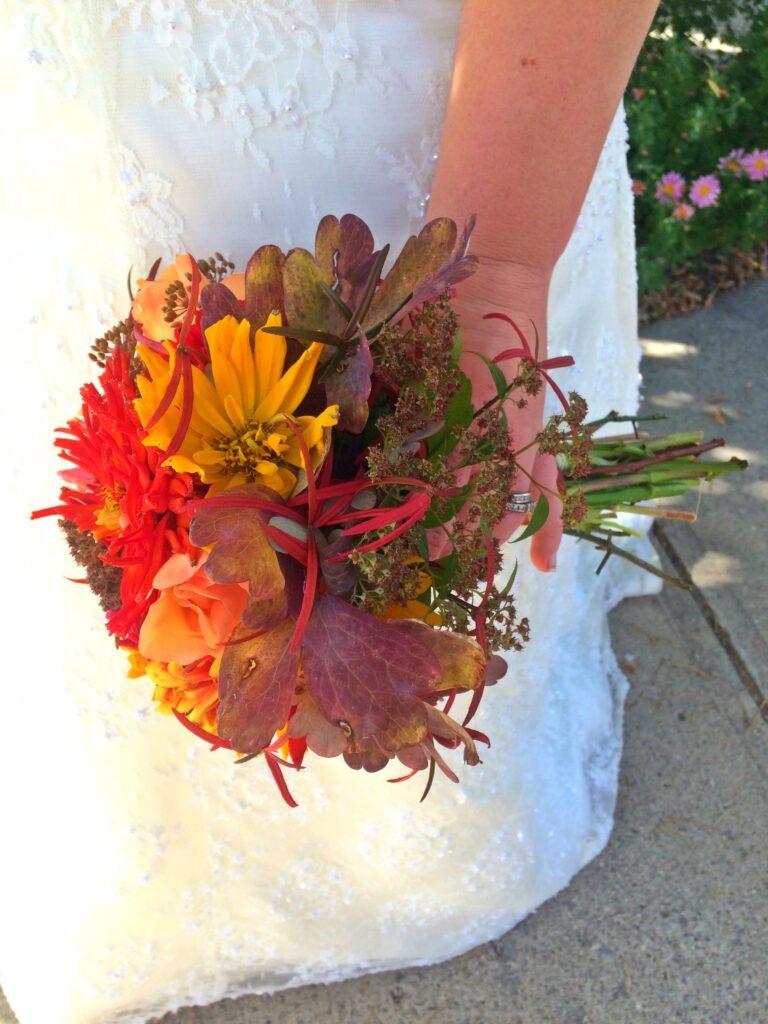Bride, Bridal Flowers, Bridal bouquet, DIY Flowers, Fall flowers, Autumn Flowers