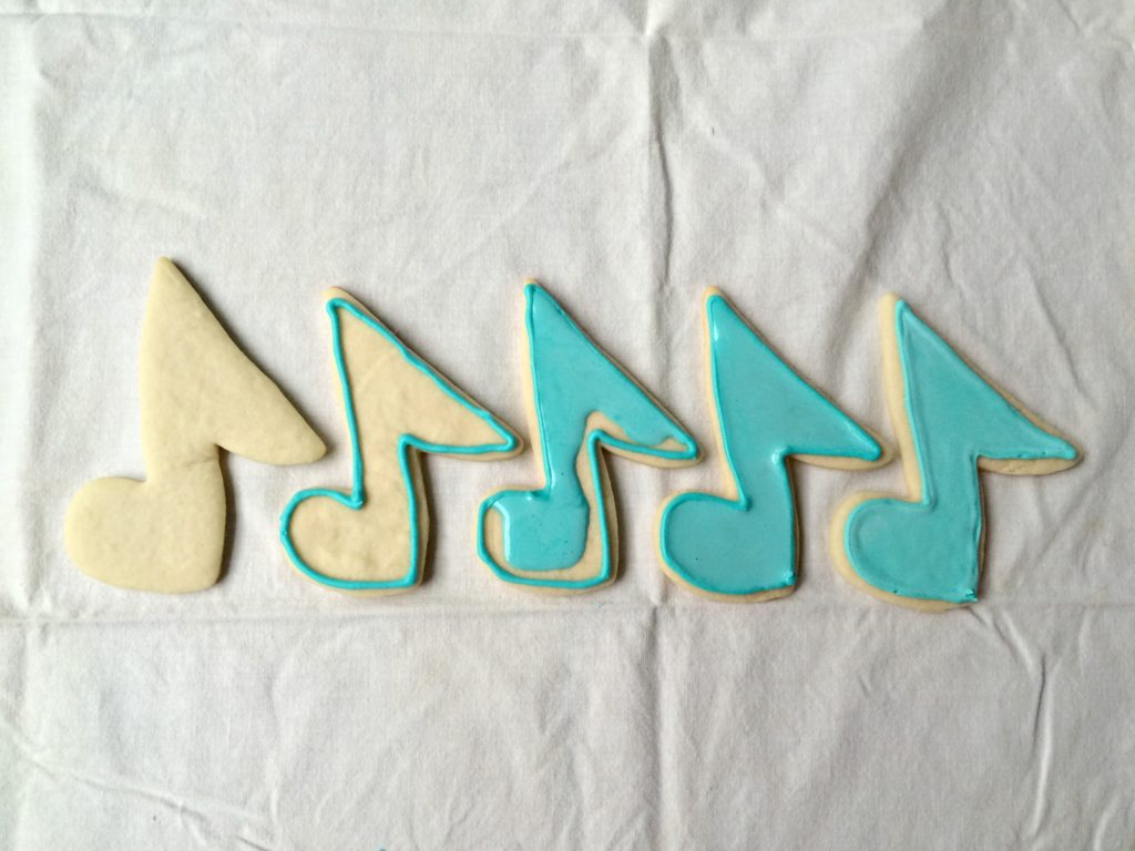 How to decorate sugar cookies with royal icing