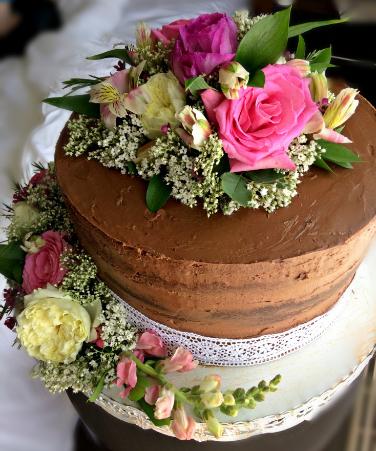 Grow Your Own Wedding Flowers: How To Decorate A Wedding Cake: Save Money And Get Compliments