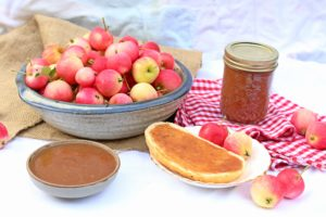 Have a crab apple tree full of apples and no idea what to do with it? You'll want to make this maple spiced crab apple butter! All the smells and tastes of autumn. Spread it on toast or fresh bread, use it as a pancake topping, or use it to flavour plain yogurt.