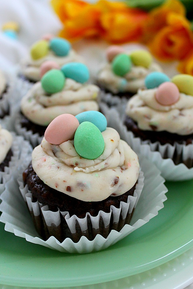 If you love Cadbury mini eggs you'll love these easy Easter cupcakes! Your kids will devour the buttercream icing and you'll enjoy a different Easter dessert idea that isn't a bird's nest. Try these fun treats and watch them disappear! #Easter #Easterbaking #Eastercupcakes #baking #cupcakes #minieggs #Cadburyminieggs #Easterrecipe #holidaycupcake #funtreats #forkids