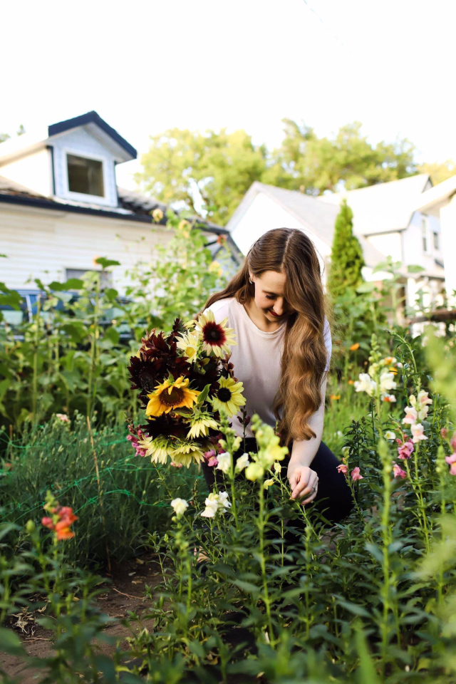 Did you know you can start your own flower farm in a small backyard? Danielle shares how she started a flower farm business with cut flowers like Floret for under $2000. You'll never believe how many bouquets she grew in her zone 3 annual flower garden. #cutflowers #flowerfarm