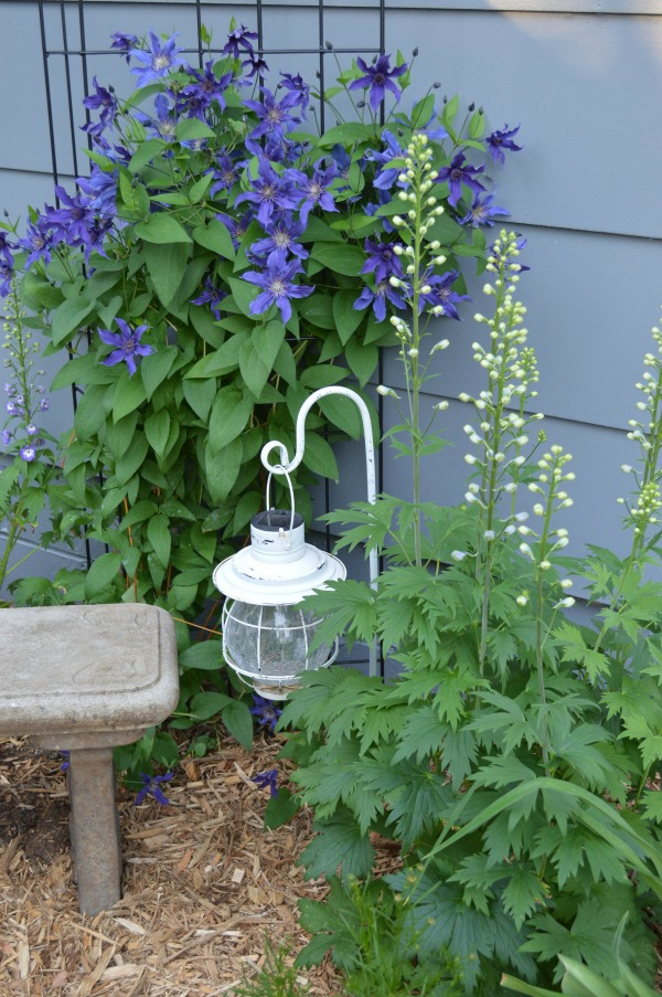 I think whimsical garden art really makes a backyard flower bed.  I love these 20 diy ideas that are either recylcled, upcylcled, or from junk that nobody wants.  I need to do some of these in my outdoor space--I could get this shepherds hook for cheap at the dollar store. #gardenart #whimsical #flowergarden #landscapingideas