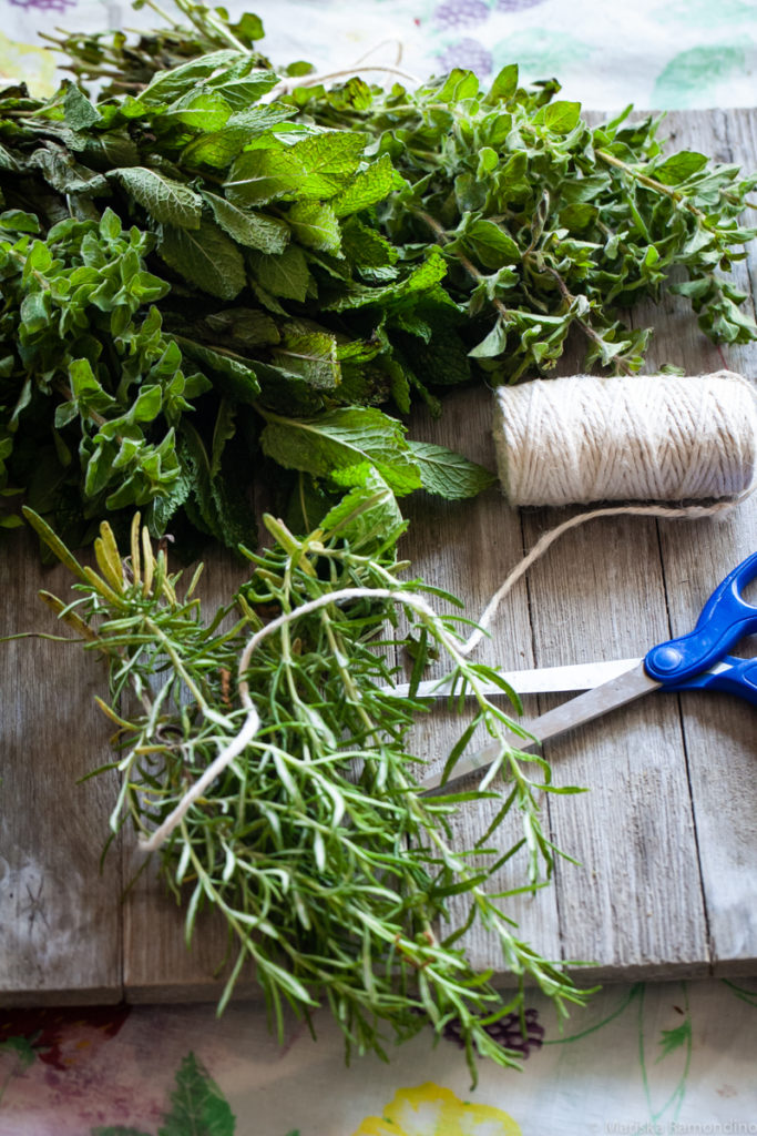 I love growing herbs in my garden but I never know how to preserve them so they still taste good.  I can't believe how easy it is to preserve herbs with air drying--although there's more to it than meets the eye.  This post has lots of good tips. #herbs #air #drying #preserving